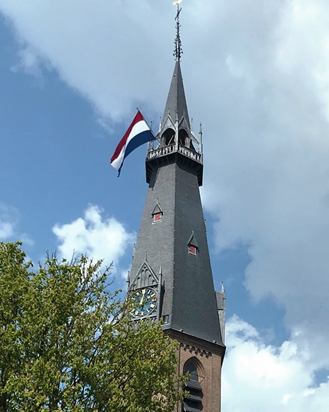 St. Urbanuskerk Bovenkerk met vlag