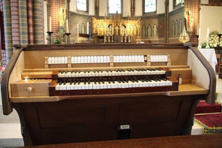 Onze splinter nieuwe speeltafel voor het orgel. Gelukkig hebben we de foto nog!!