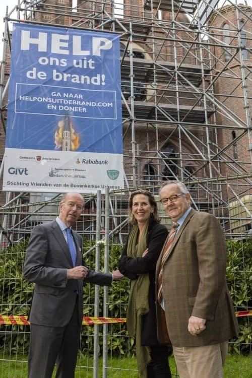 Burgemeester Bas Eenhoorn, José Haverman (Schouwburg Amstelveen) Clem Venne Voorzitter Stg. Vrienden.