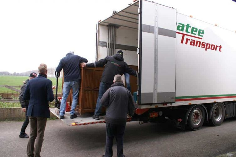 Professioneel transport uit het Cuypers depot in Lelystad.