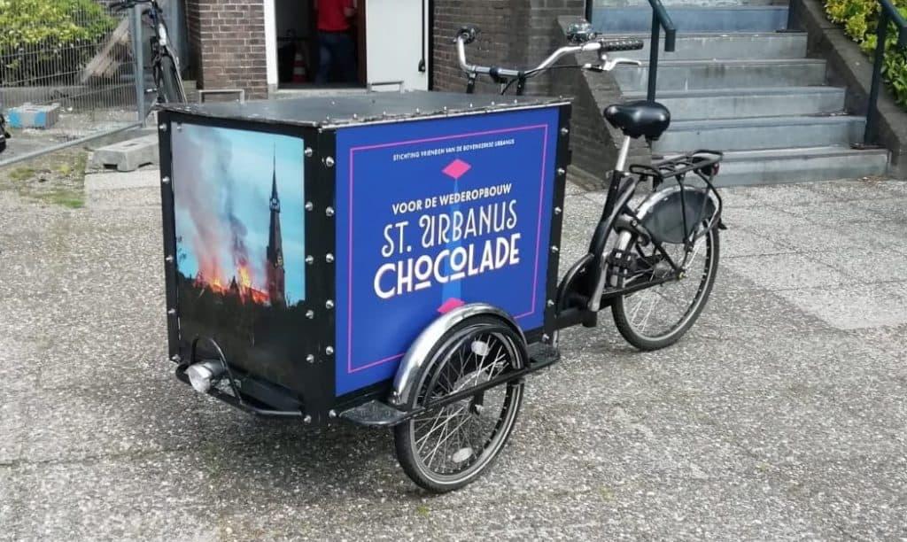 Helponsuitdebrand - Chocokar op wielen