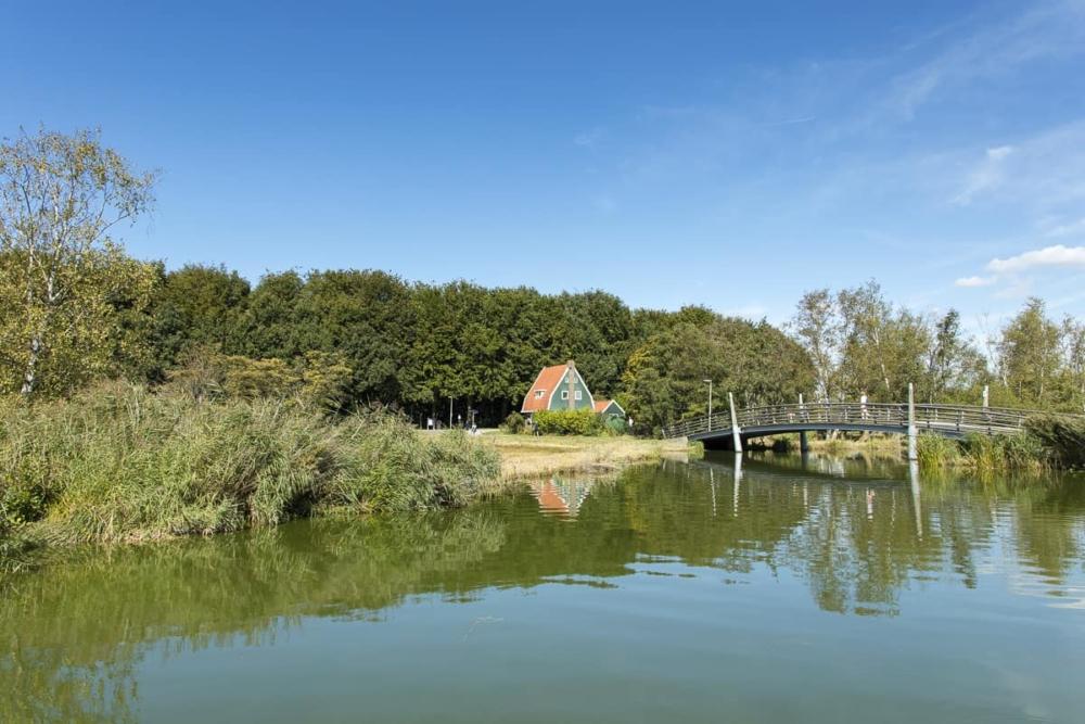 Rondvaart op de Amstelveense Poel - uitzicht op het boswachtershuisje
