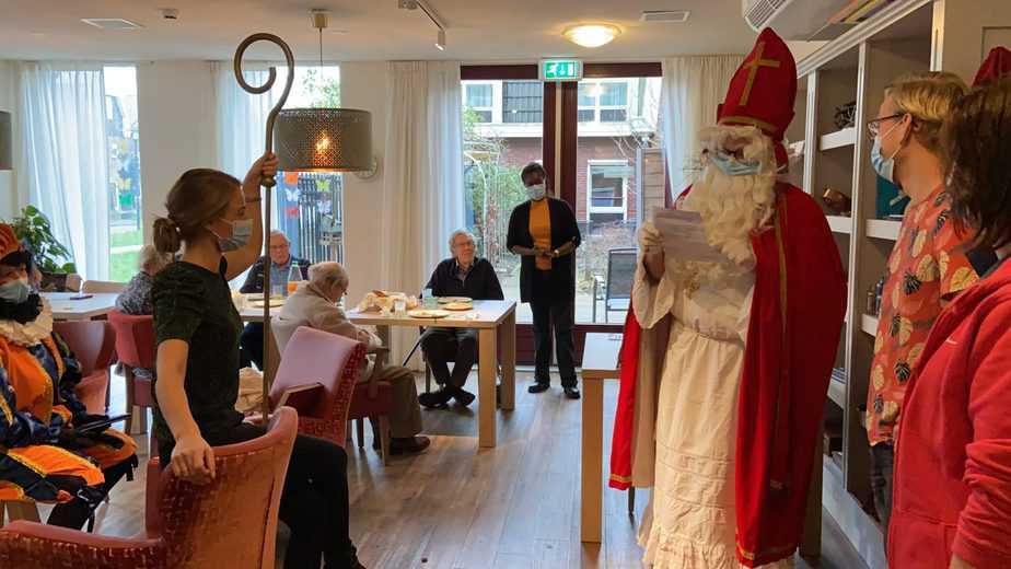 Zorgcompliment aan de medewerkers Zonnehuis Bovenkerk uitgereikt